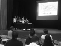 Grupo 1, presentando ante las autoridades locales su propuesta.