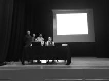Grupo 2, presentando ante las autoridades locales su propuesta.