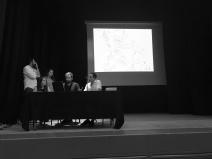Grupo 3, presentando ante las autoridades locales su propuesta.